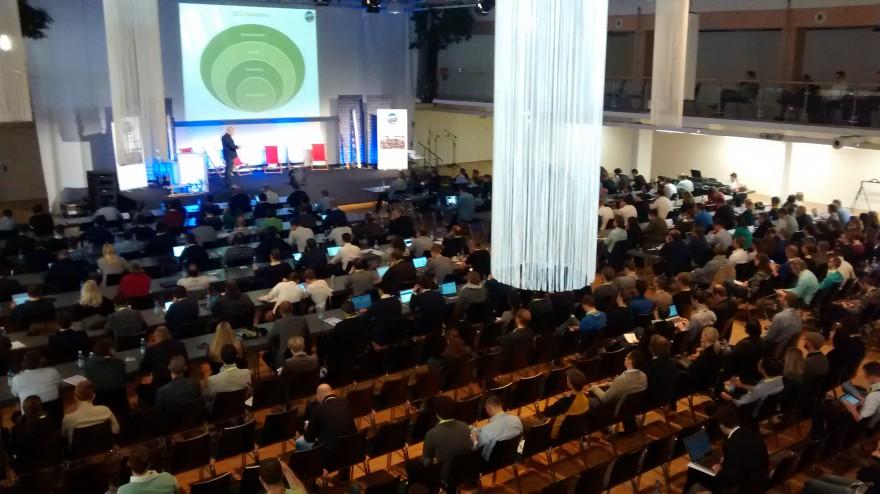 Large Scale SEO - Bild von oben auf Publikum der SEOkomm 2014